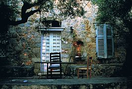 267px-Desk_in_the_P._M._L._Fermor_garden_near_Kardamyli,_August_2007